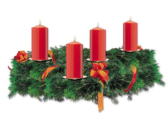 Dekorationsvorschlag: 4-er Set Dauerbrenner rot für Adventskranz