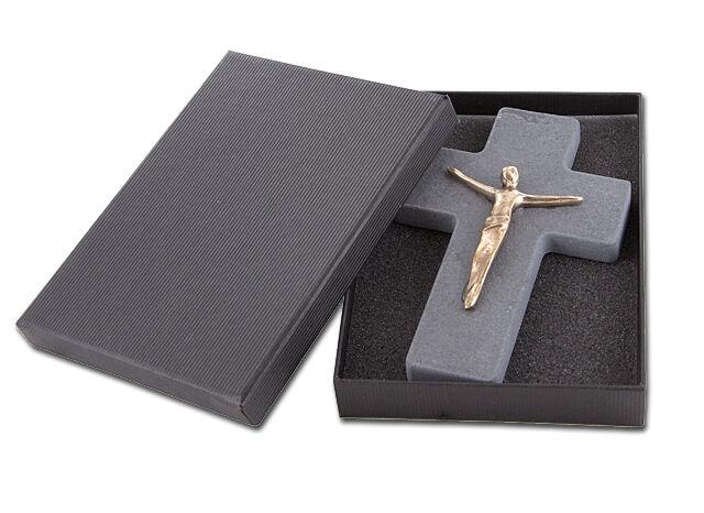 Lieferung des Kreuzes in Geschenkeschachtel
