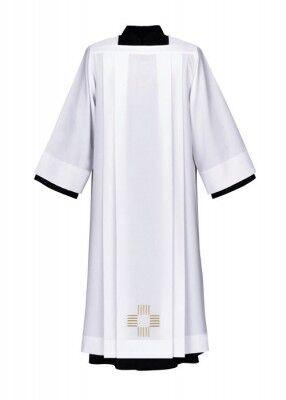 Albe mit gesticktem Kreuz