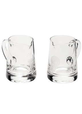 Glaskännchen mit graviertem Wasser- und Weinmotiv